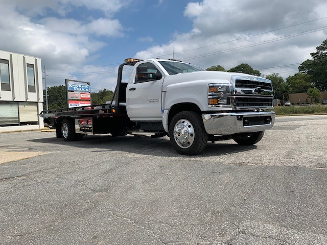 2019 Silverado Medium Duty 4x2, Miller Industries 10 Series Wrecker Body #5322 - photo 4