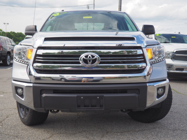 2017 Toyota Tundra Crew Cab 4x4, Pickup #P16246 - photo 1
