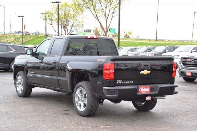 2017 Silverado 1500 Double Cab 4x4, Pickup #17C559 - photo 2