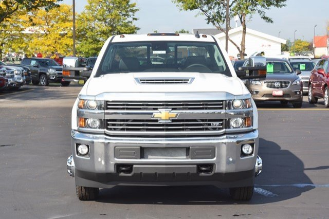 2018 Silverado 3500 Crew Cab 4x4, Pickup #18C114 - photo 9