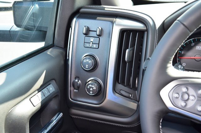 2018 Silverado 3500 Crew Cab 4x4, Pickup #18C114 - photo 22