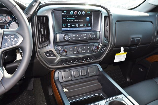 2018 Silverado 3500 Crew Cab 4x4, Pickup #18C114 - photo 24