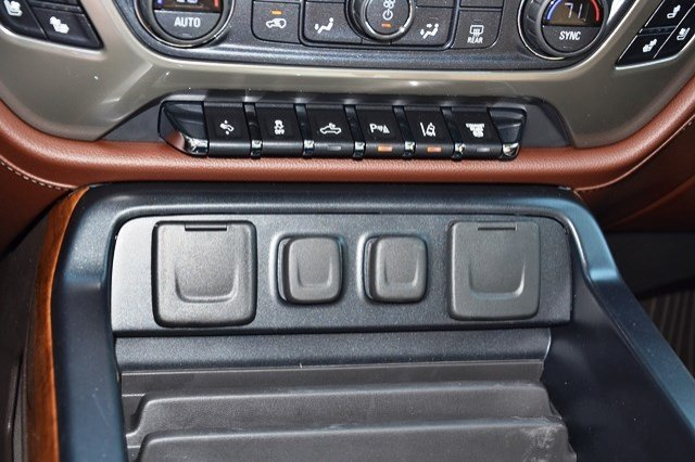 2018 Silverado 2500 Crew Cab 4x4, Pickup #18C138 - photo 29