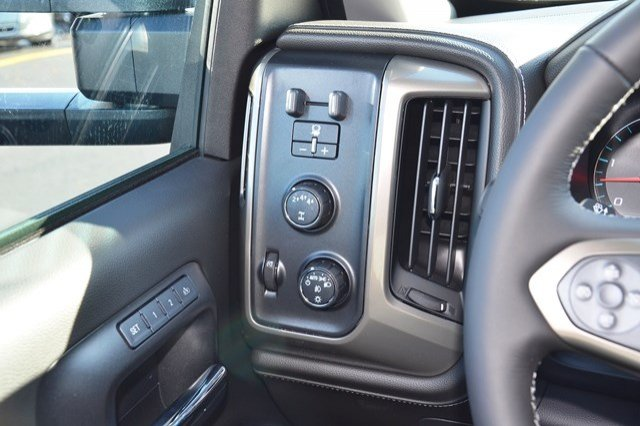 2018 Silverado 3500 Crew Cab 4x4, Pickup #18C188 - photo 22