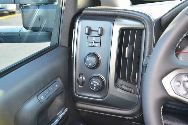 2018 Silverado 3500 Crew Cab 4x4, Pickup #18C208 - photo 21