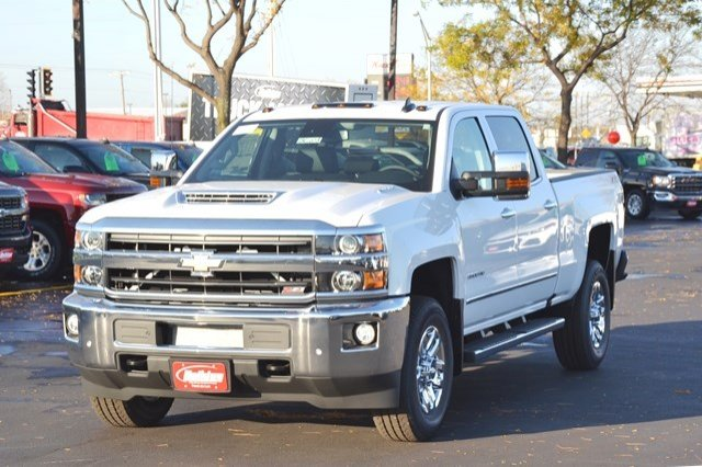2018 Silverado 3500 Crew Cab 4x4, Pickup #18C208 - photo 3