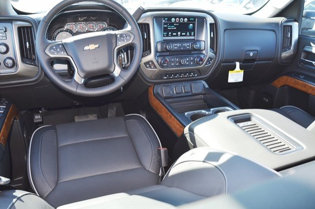 2018 Silverado 3500 Crew Cab 4x4, Pickup #18C483 - photo 20