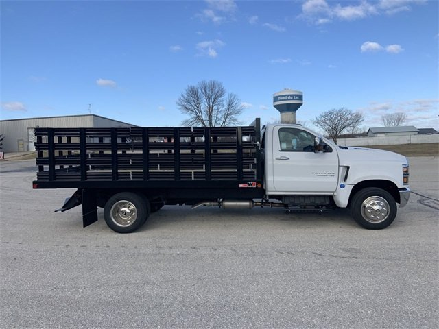 2019 Silverado 5500 Regular Cab DRW 4x2, Monroe Stake Bed #19C812 - photo 4