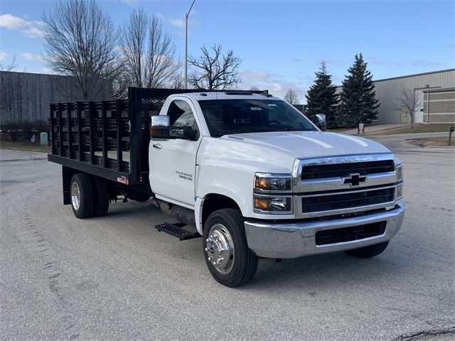 2019 Silverado 5500 Regular Cab DRW 4x2, Monroe Stake Bed #19C812 - photo 3