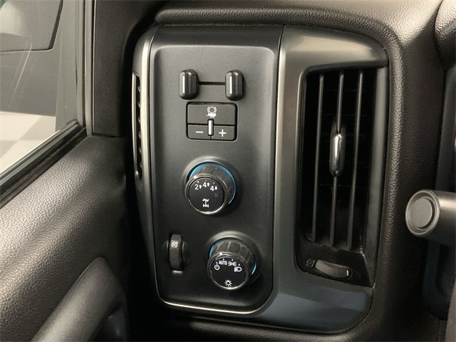 2018 Silverado 2500 Crew Cab 4x4, Pickup #W2945 - photo 20