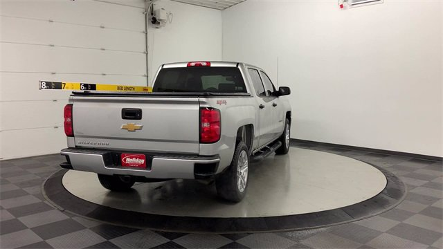2018 Chevrolet Silverado 1500 Crew Cab 4x4, Pickup #W4898 - photo 2