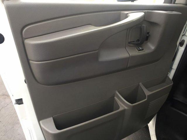 2009 Savana 3500 4x2,  Cutaway Van #16C810A - photo 4