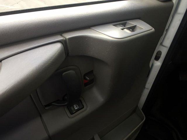 2009 Savana 3500 4x2,  Cutaway Van #16C810A - photo 6