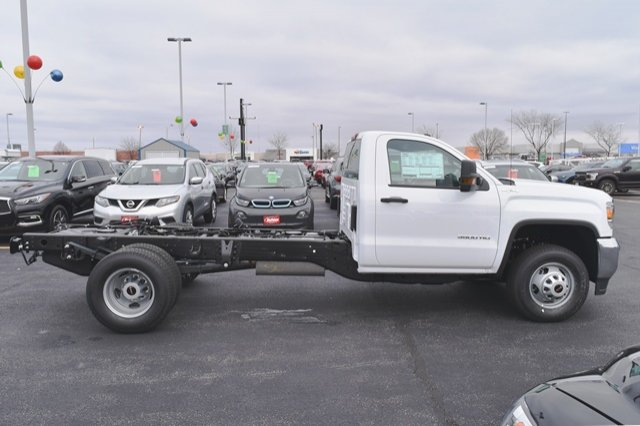 2019 Sierra 3500 Regular Cab DRW 4x4,  Cab Chassis #19G104 - photo 16