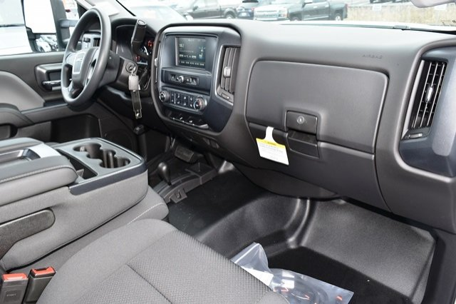 2019 Sierra 3500 Regular Cab DRW 4x4,  Cab Chassis #19G104 - photo 3