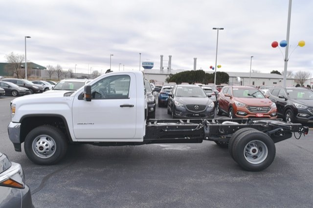 2019 Sierra 3500 Regular Cab DRW 4x4,  Cab Chassis #19G104 - photo 7