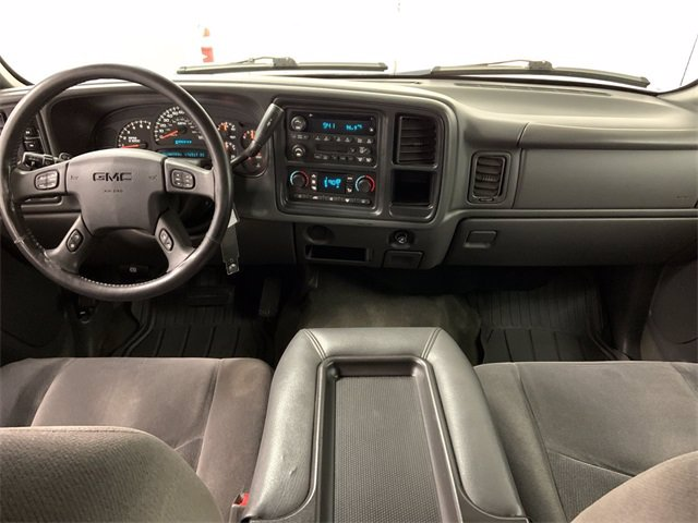 2005 GMC Sierra 1500 Crew Cab 4x4, Pickup #21M32B - photo 10