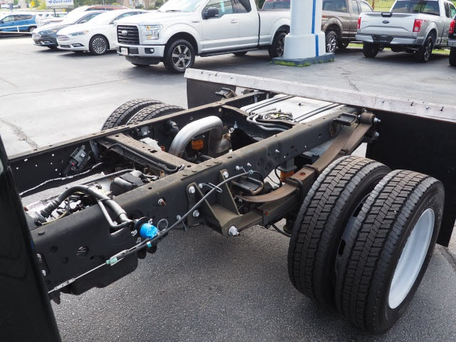 2016 F-550 Regular Cab DRW, Cab Chassis #T18037 - photo 4