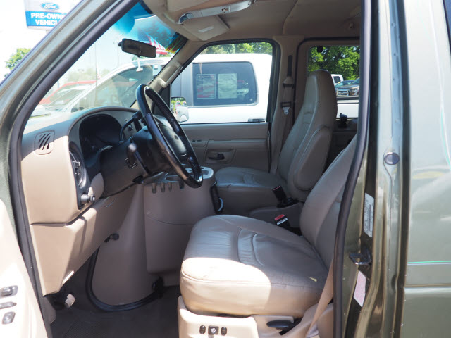 2002 E-150 4x2,  Passenger Wagon #T19774A - photo 6