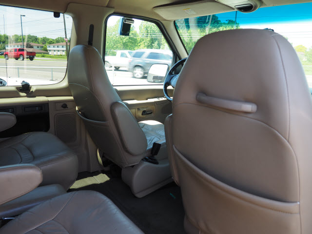 2002 E-150 4x2,  Passenger Wagon #T19774A - photo 11