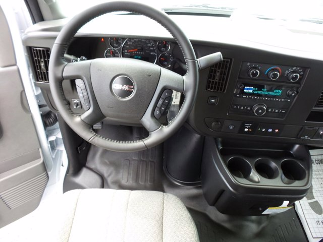 2020 GMC Savana 3500 RWD, Rockport LE Cutaway Van #CL10477 - photo 14