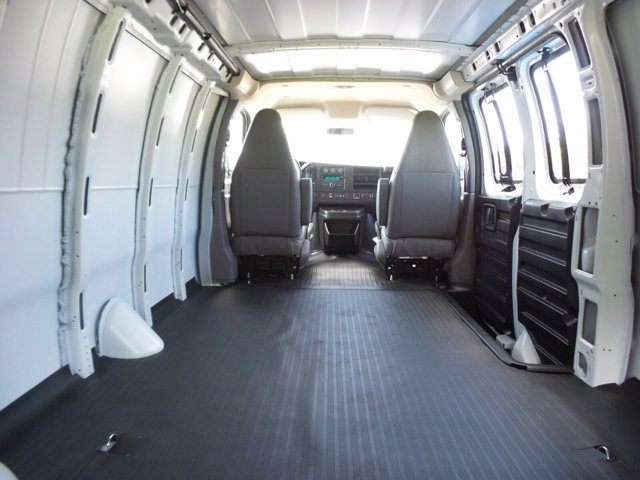 2020 GMC Savana 3500 RWD, Empty Cargo Van #CL59680 - photo 2