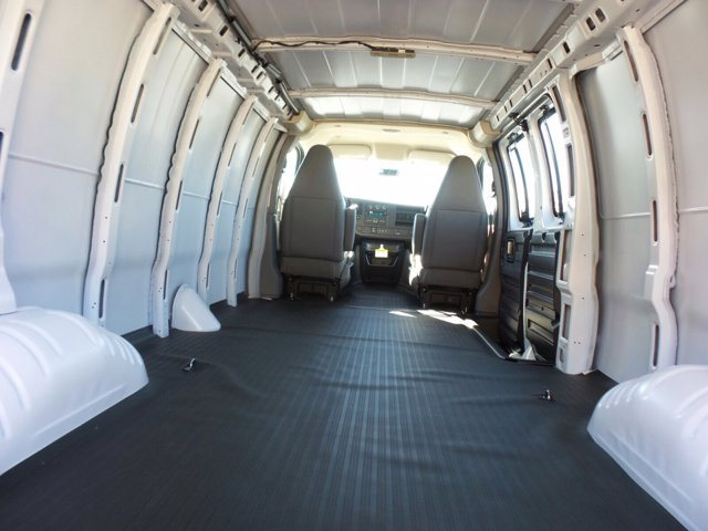 2021 GMC Savana 2500 4x2, Empty Cargo Van #M75698 - photo 2