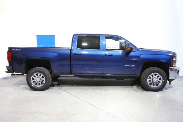 2016 Silverado 2500 Crew Cab 4x4, Pickup #263443 - photo 3