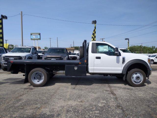 2019 Ford F-550 Regular Cab DRW 4x4, CM Truck Beds RD Model Flatbed #TDA27396 - photo 3