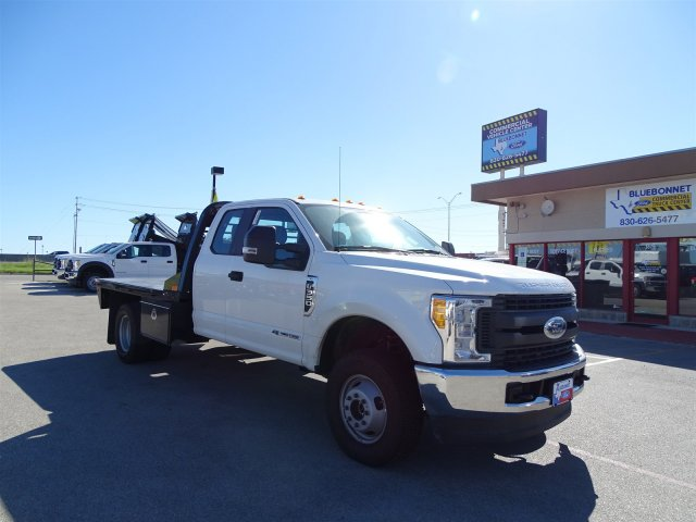 2017 F-350 Super Cab DRW 4x4 Flatbed #TED28365 - photo 3