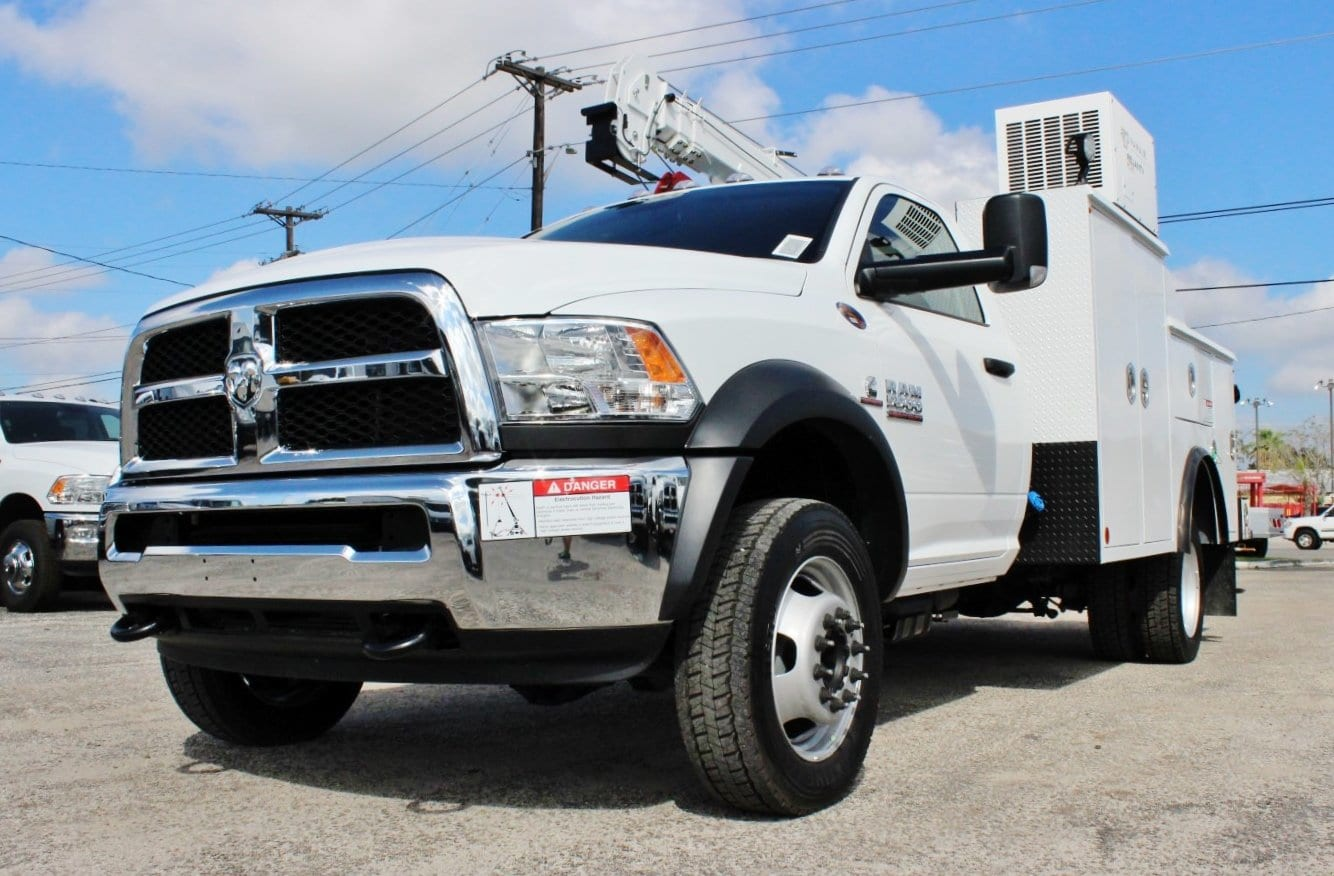 2018 Ram 5500 Regular Cab DRW 4x4 Service Body #TG102978 - photo 4