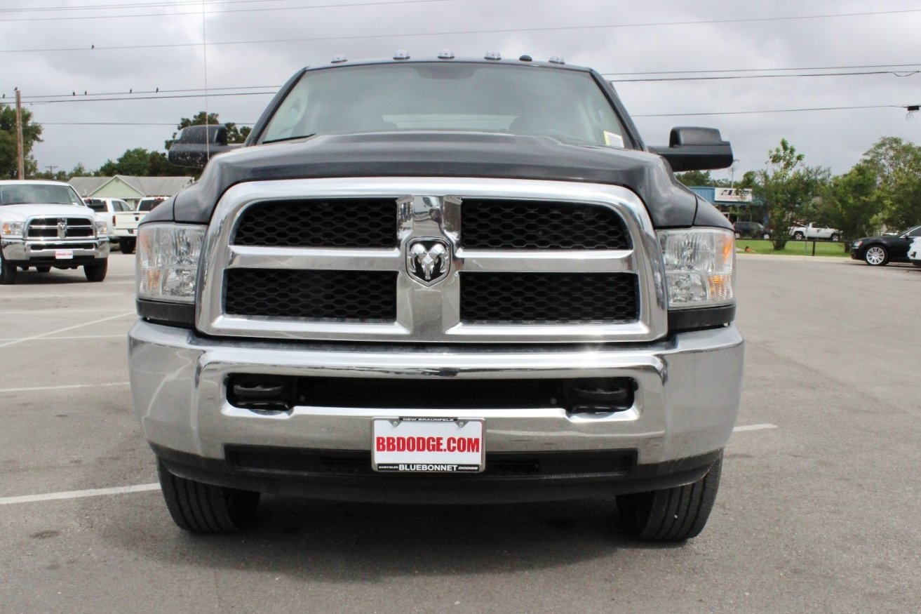 2018 Ram 2500 Crew Cab 4x4, Pickup #TG119846 - photo 4