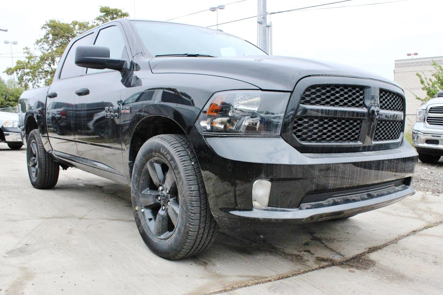 2018 Ram 1500 Crew Cab 4x4, Pickup #TG123338 - photo 5