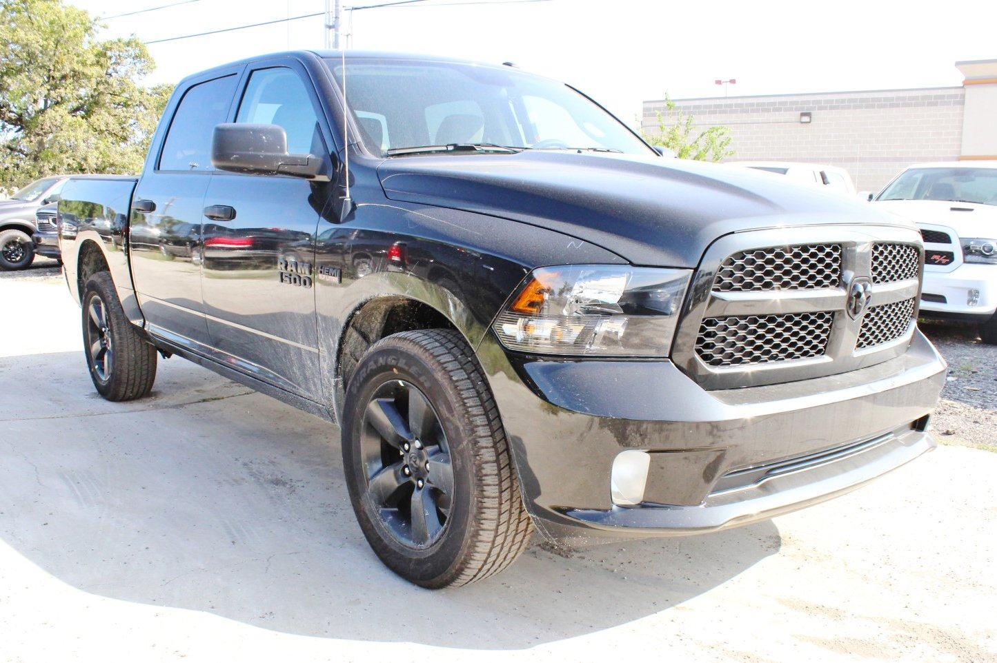 2018 Ram 1500 Crew Cab 4x4, Pickup #TG123339 - photo 1