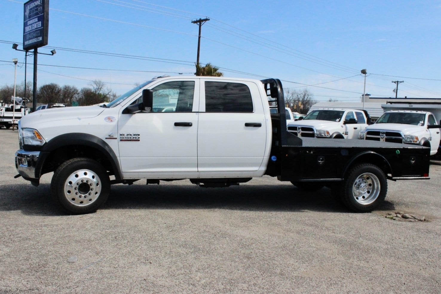 2018 Ram 5500 Crew Cab DRW 4x4, Flatbed #TG145667 - photo 4