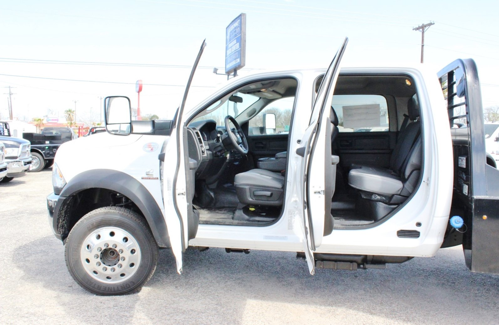 2018 Ram 5500 Crew Cab DRW 4x4, Flatbed #TG145667 - photo 13