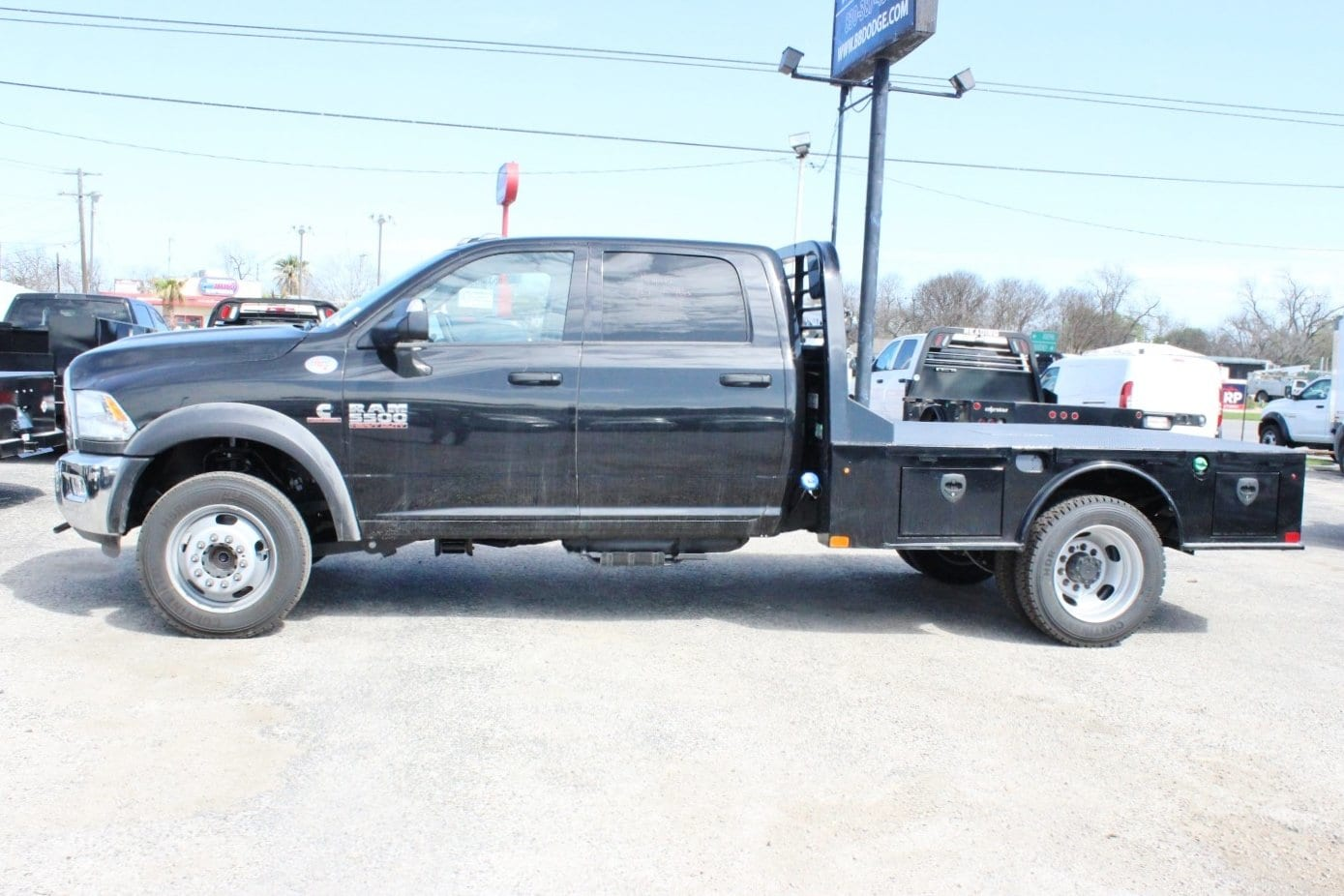 2018 Ram 5500 Crew Cab DRW 4x4, Flatbed #TG145680 - photo 3