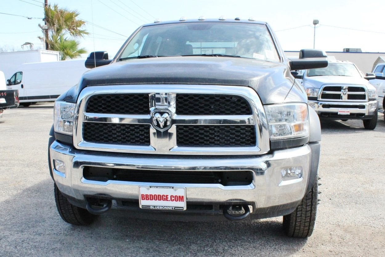 2018 Ram 5500 Crew Cab DRW 4x4, Flatbed #TG145680 - photo 4