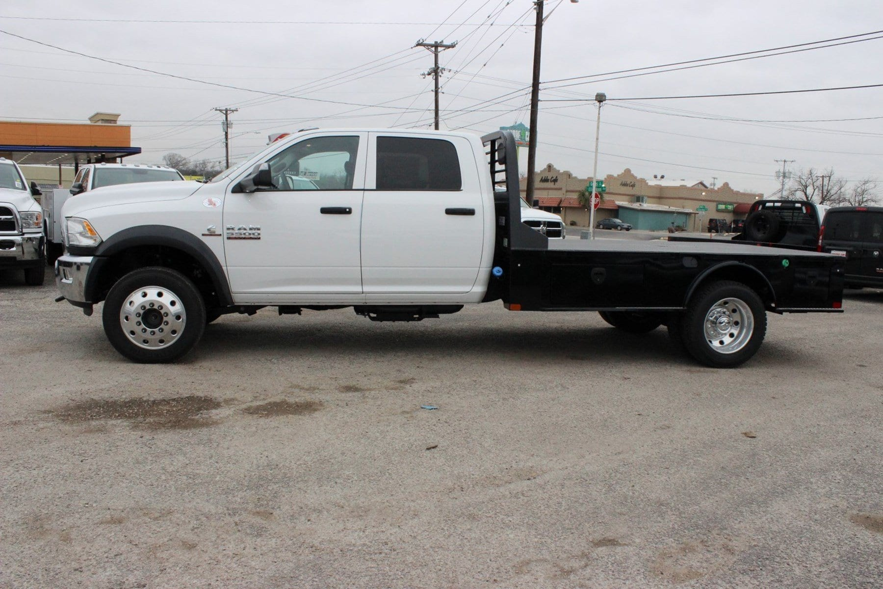 2018 Ram 5500 Crew Cab DRW 4x4, Hauler Body #TG175609 - photo 4