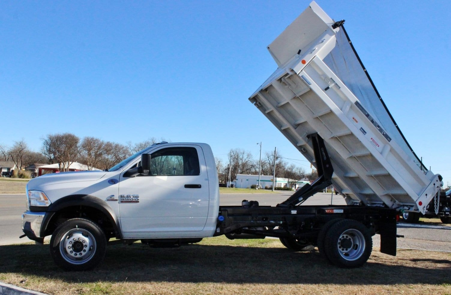 2018 Ram 5500 Regular Cab DRW 4x4, Dump Body #TG182233 - photo 3