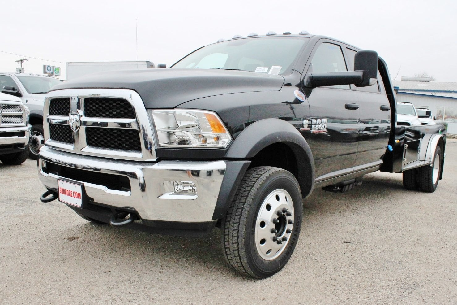 2018 Ram 5500 Crew Cab DRW 4x4, Hauler Body #TG182235 - photo 3