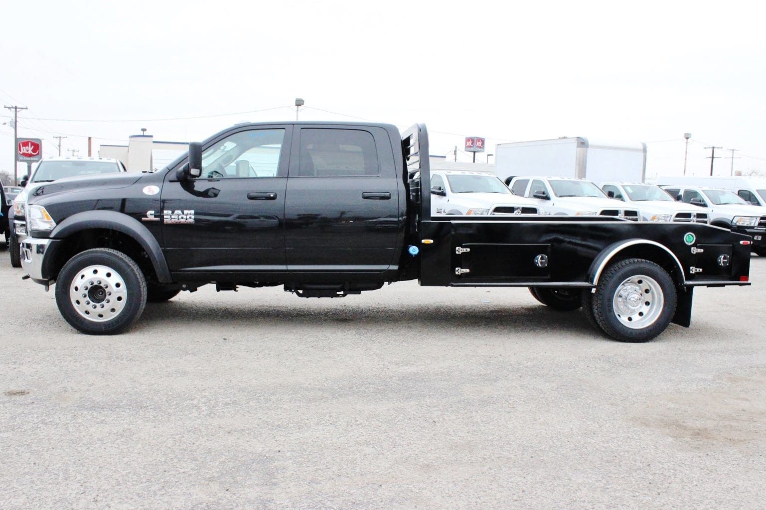 2018 Ram 5500 Crew Cab DRW 4x4, Hauler Body #TG182235 - photo 4