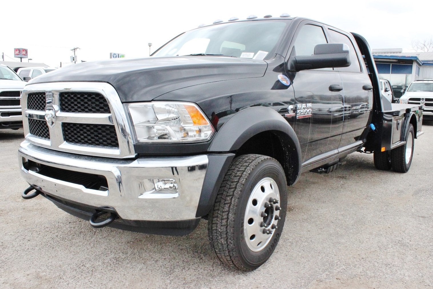 2018 Ram 5500 Crew Cab DRW 4x4, Flatbed #TG185375 - photo 3