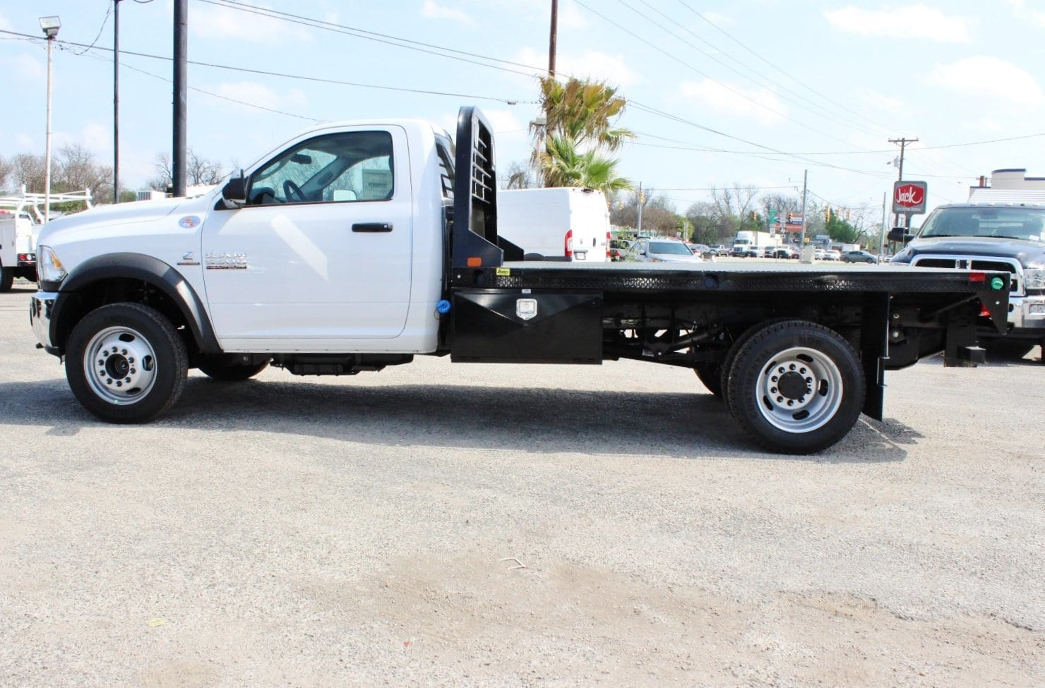 2018 Ram 5500 Regular Cab DRW 4x4, Flatbed #TG185443 - photo 4