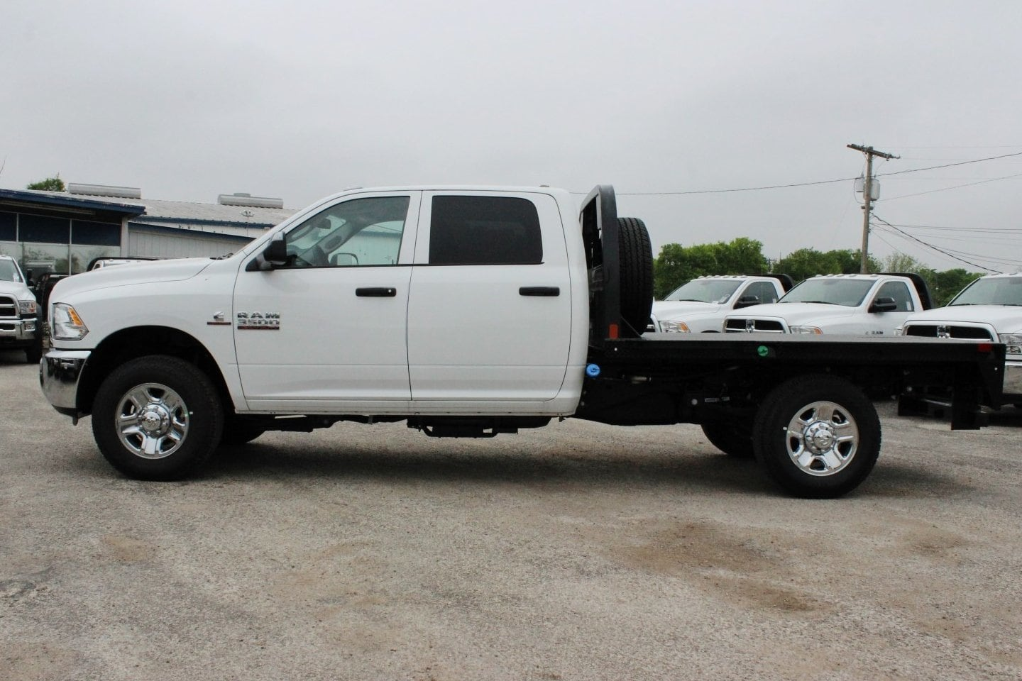 2018 Ram 3500 Crew Cab 4x4, Flatbed #TG215138 - photo 4