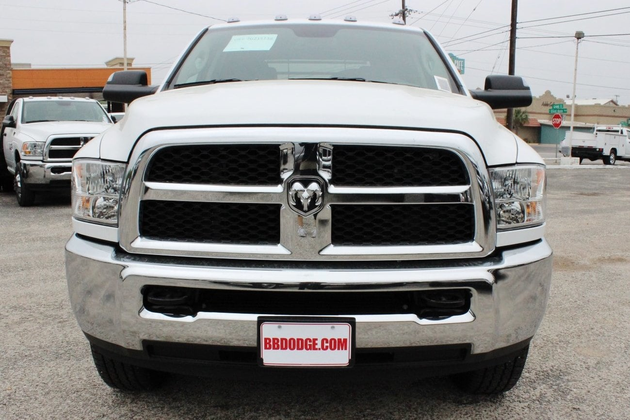 2018 Ram 3500 Crew Cab 4x4, Flatbed #TG215138 - photo 5