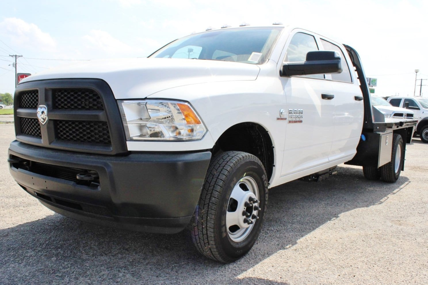 2018 Ram 3500 Crew Cab DRW 4x4, Flatbed #TG236896 - photo 3
