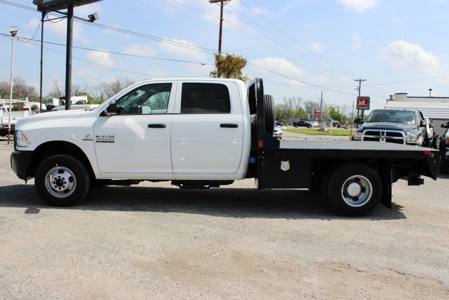 2018 Ram 3500 Crew Cab DRW 4x4, Flatbed #TG236896 - photo 4