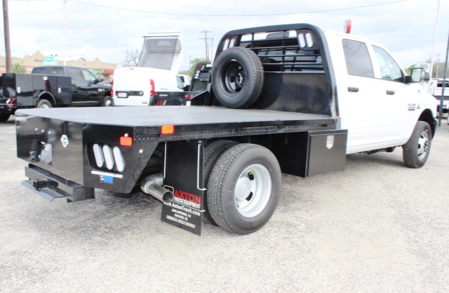 2018 Ram 3500 Crew Cab DRW 4x4, Flatbed #TG239538 - photo 2