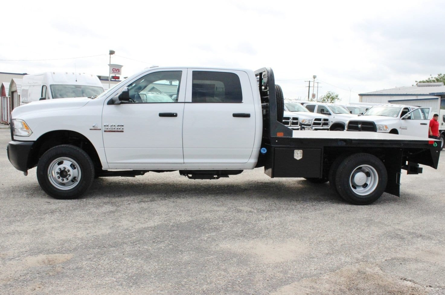 2018 Ram 3500 Crew Cab DRW 4x4, Flatbed #TG239538 - photo 3